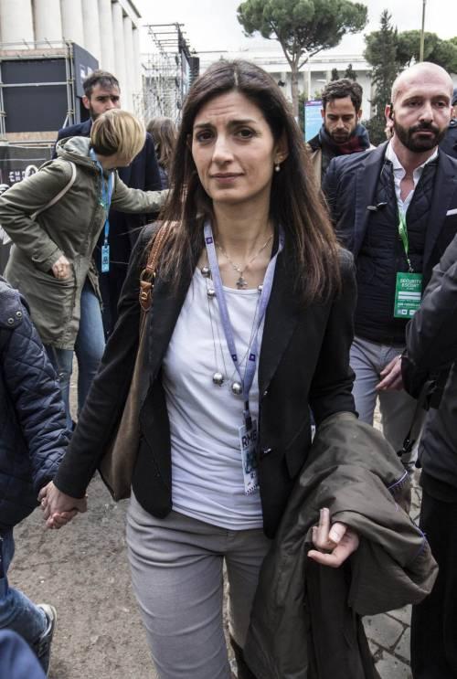 Raggi contro Salvini: Fa politica sulla pelle dei romani