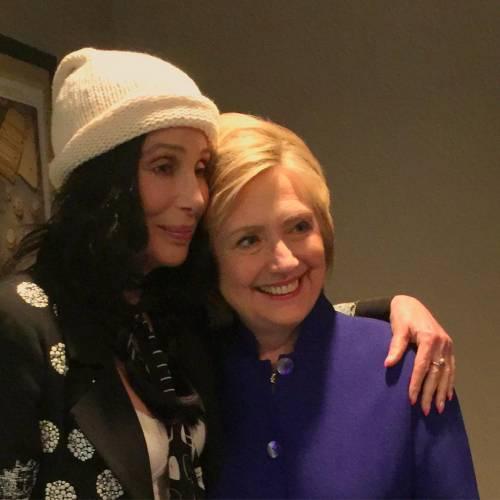 Cher non vuole clandestini a Los Angeles. Ed è lite col figlio di Trump