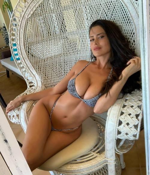 Sexy gallery dell'ombrellina Eva Padlock: ecco i suoi scatti bollenti su Instagram 5
