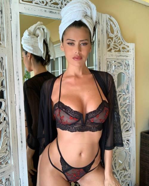 Sexy gallery dell'ombrellina Eva Padlock: ecco i suoi scatti bollenti su Instagram 9