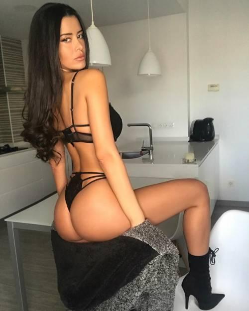 Sexy gallery dell'ombrellina Eva Padlock: ecco i suoi scatti bollenti su Instagram 13