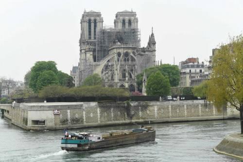 Notre Dame in fiamme: le foto del salvataggio 8