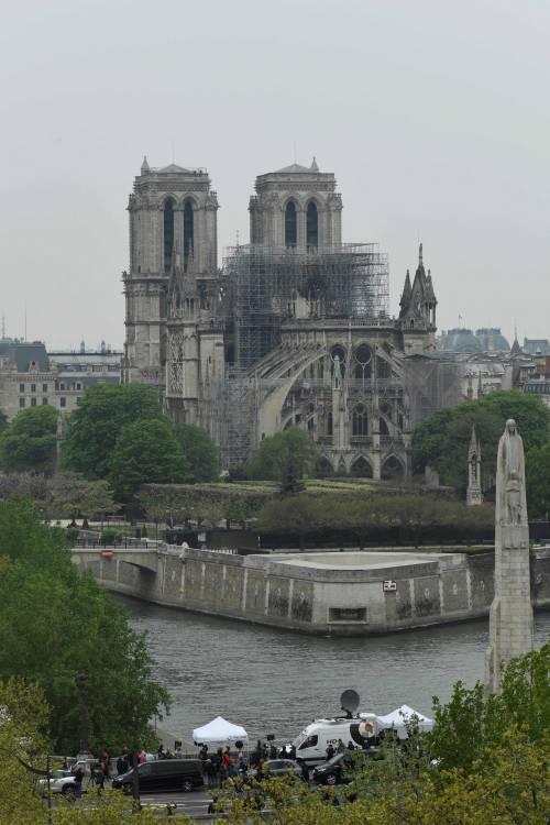Notre Dame in fiamme: le foto del salvataggio 9