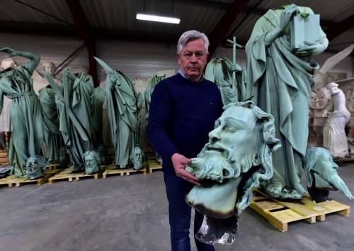Vetrate, sculture e reliquie: ecco cosa è scampato al fuoco