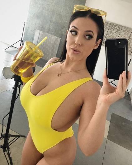 Angela White, la pornodiva che ha stregato i social 3