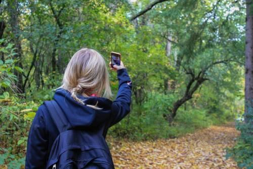 Pompei, turista ucraina rischia la vita per un selfie estremo sul Campanile