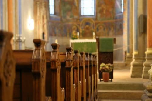 Senigallia, ubriaco in chiesa terrorizza i fedeli: preso straniero