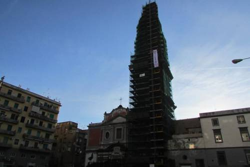 Napoli, licenziati Fca protestano sul campanile del Carmine 6