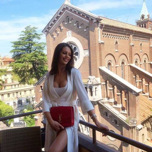 Antonella Fiordelisi provocante su Instagram: follower in delirio 4