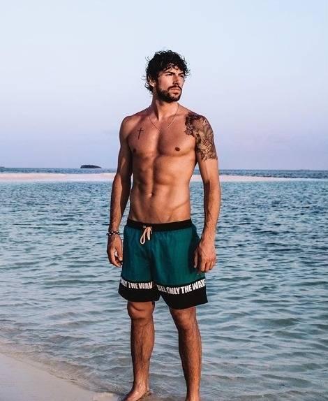 Gaffe per Ignazio Moser: spunta un vibratore nelle sue Instagram story