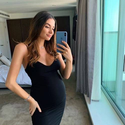 Sarah Kohan stupisce i suoi follower: gli scatti di lady Hernandez