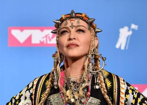 Tiromancino contro Madonna per l'età, ma scoppia il caso hacker