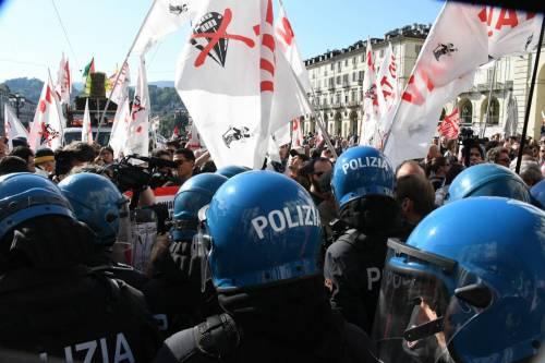 Torino, così il vicesindaco grillino difendeva gli estremisti rossi di Askatasuna