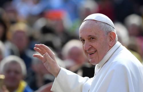 """Il Papa bacchetta i sovranisti: """"Le Nazioni sono fatte dai migranti"""""""
