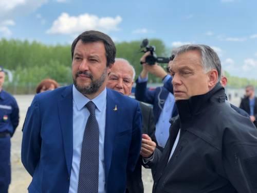 """Orban porta Salvini al confine ungherese: """"Così ci difendiamo dai migranti"""""""