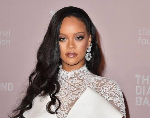 Rihanna è la pop star più ricca del mondo