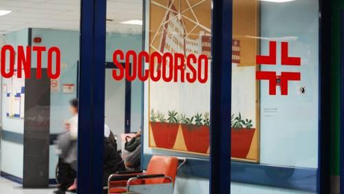 Salerno, fingono di sentirsi male e rubano attrezzi e medicine in ospedale
