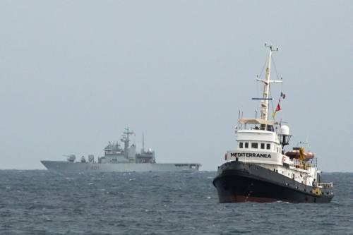 """Migranti sulla Mare Jonio: """"Ora dateci un porto sicuro"""""""