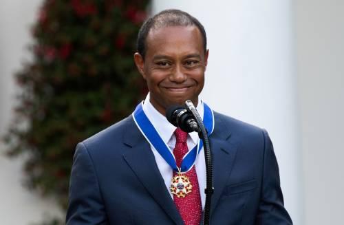 Donald Trump conferisce a Tiger Woods la medaglia presidenziale della Libertà 3
