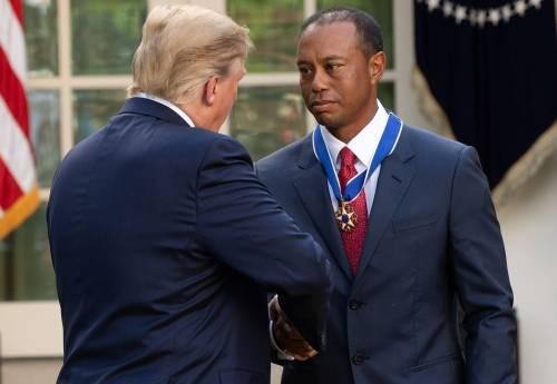 Donald Trump conferisce a Tiger Woods la medaglia presidenziale della Libertà 4