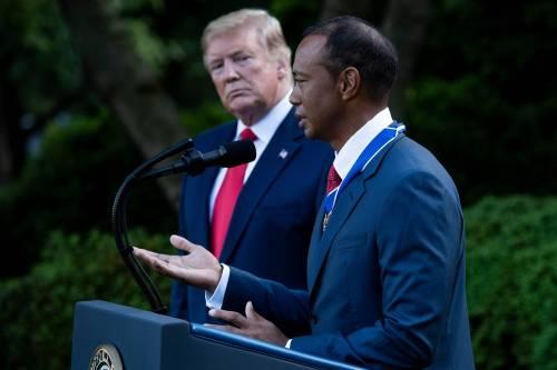 Donald Trump conferisce a Tiger Woods la medaglia presidenziale della Libertà 5