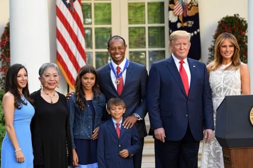Donald Trump conferisce a Tiger Woods la medaglia presidenziale della Libertà 6