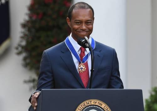 Donald Trump conferisce a Tiger Woods la medaglia presidenziale della Libertà 7