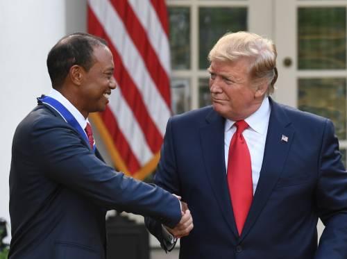 Donald Trump conferisce a Tiger Woods la medaglia presidenziale della Libertà 9