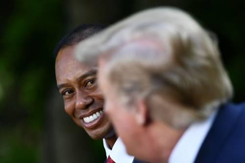 Donald Trump conferisce a Tiger Woods la medaglia presidenziale della Libertà 2