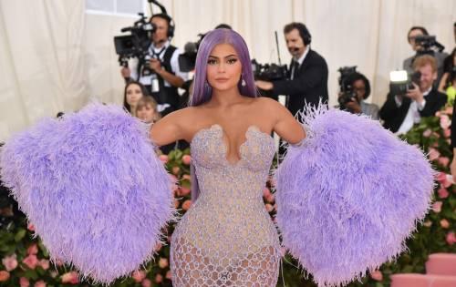 Kylie Jenner spia il lato B di Jennifer Lopez