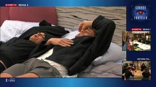 Francesca de André e Gennaro Lillo si coccolano sotto le coperte