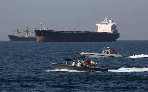 """L'Iran sequestra una petroliera: """"Ha petrolio di contrabbando"""""""