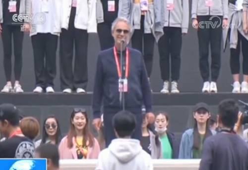 """Andrea Bocelli si esibisce al Carnevale Culturale Asiatico con la celebre aria """"Nessun Dorma"""""""
