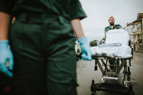 Agricoltore si amputa da solo la gamba dopo un incidente
