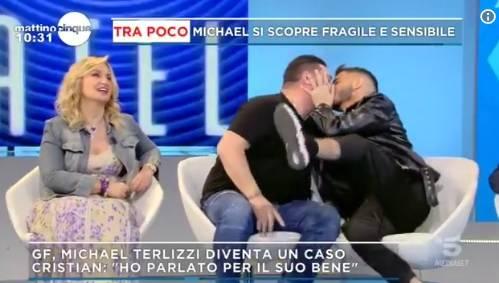 """Franco Terlizzi bacia Cristian Imparato: """"Dov'è il problema?"""""""