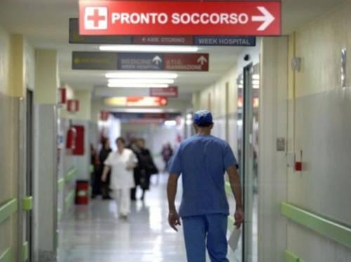 Napoli, violenza all'ospedale: schiaffeggiato un infermiere