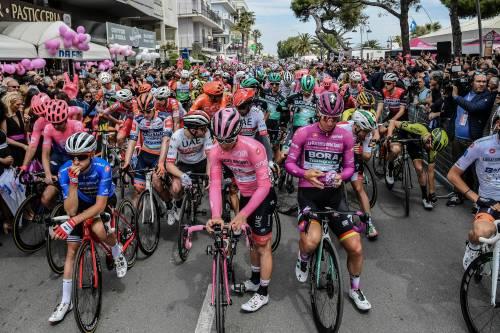 Giro d'Italia, ottava tappa: Ewan vince su Viviani e Ackermann. Conti ancora in Rosa