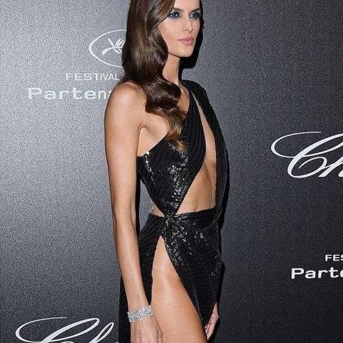 Lady Trapp incanta sul red carpet di Cannes