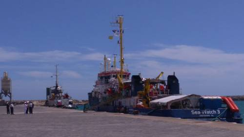 La Sea Watch 3 resta a Licata: domani al via gli interrogatori