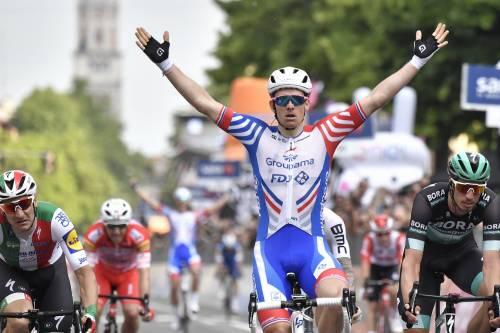 Giro d'Italia, decima tappa: il francese Demare vince in volata davanti ad Elia Viviani