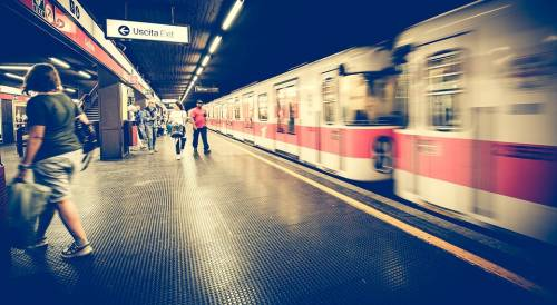 Milano, metropolitana assaltata: danni per 70mila euro
