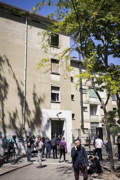 Milano, le immagini della casa del bimbo di due anni trovato morto 11