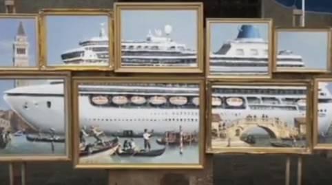 La Biennale di Venezia non lo invita e Bansky espone in piazza San Marco. Ma i vigili lo cacciano via