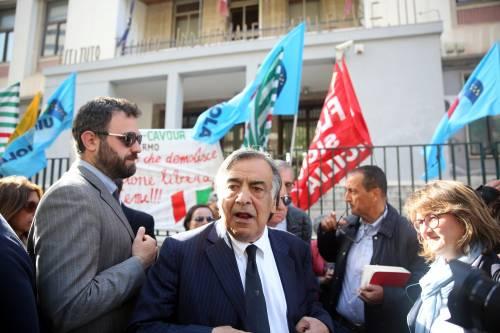 """Orlando va via prima dell'arrivo di Salvini in aula bunker: """"Viene a fare comizi elettorali"""""""
