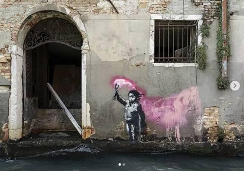 Banksy ha rivendicato il graffito. Ora il palazzo sale a 4,5 milioni