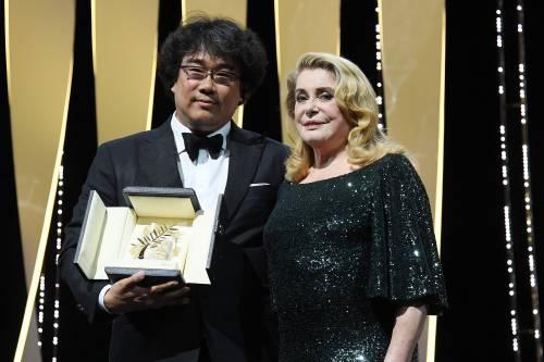 """Oscar senza frontiere. Il """"parassita"""" coreano aggredisce Hollywood e vince (quasi) tutto"""