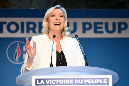 """Covid-19, Le Pen: """"Giusto interrogarsi sulle teorie del complotto"""""""