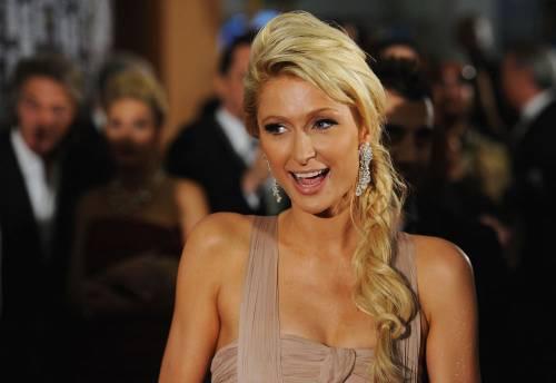 Paris Hilton ha 800 parrucche per nascondersi dai fotografi