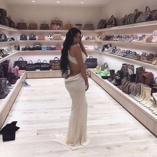 Kim Kardashian mozzafiato su Instagram: foto 2