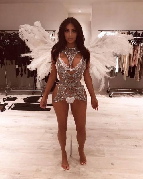 Kim Kardashian mozzafiato su Instagram: foto 5